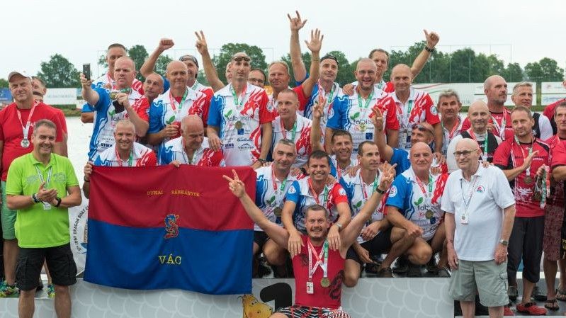 Két arannyal, egy ezüsttel és egy bronzzal nyitották a magyarok a sárkányhajó-világbajnokságot!