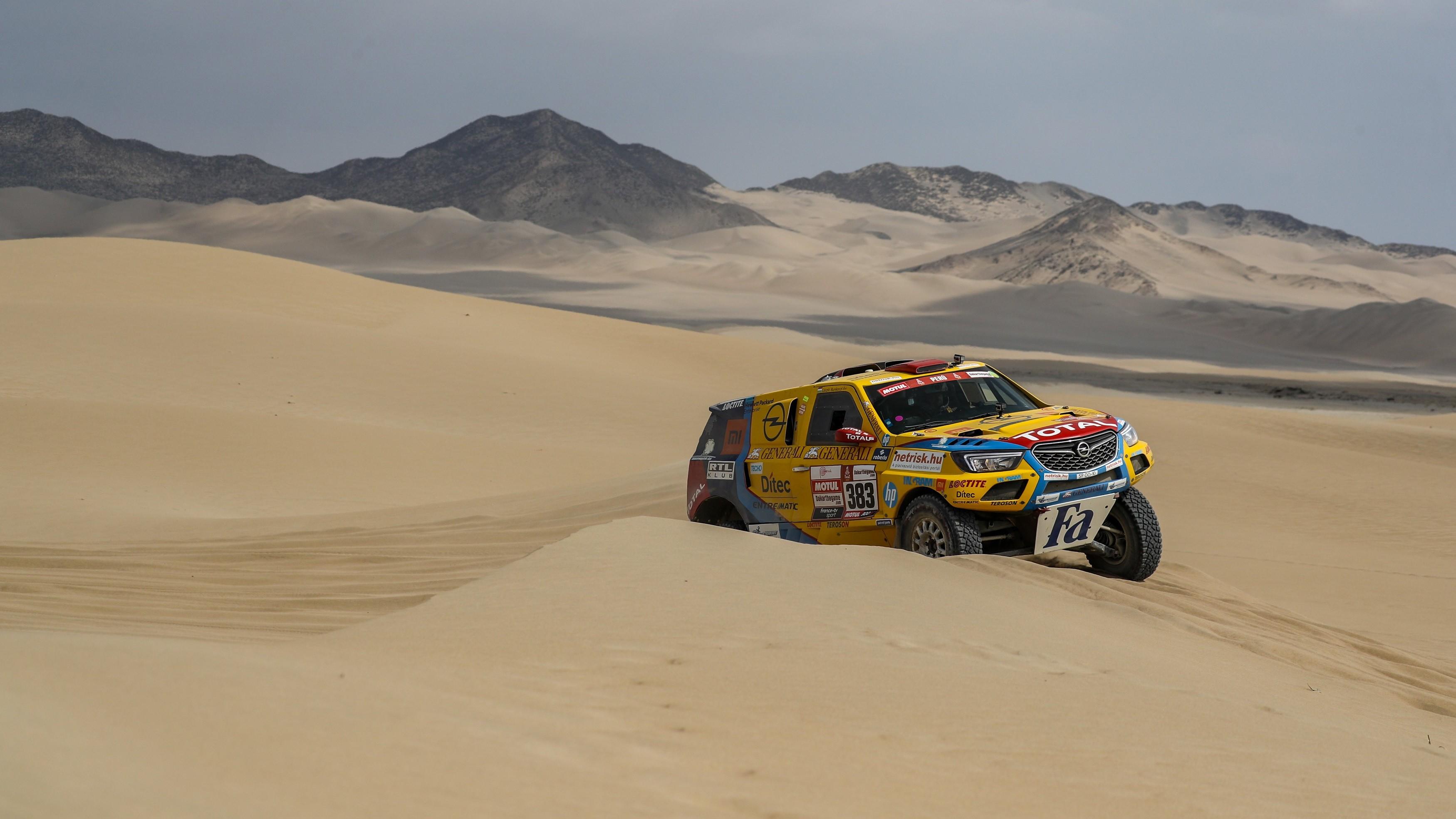 Szalayék bekerültek az első 20-ba a Dakar 8. szakaszán