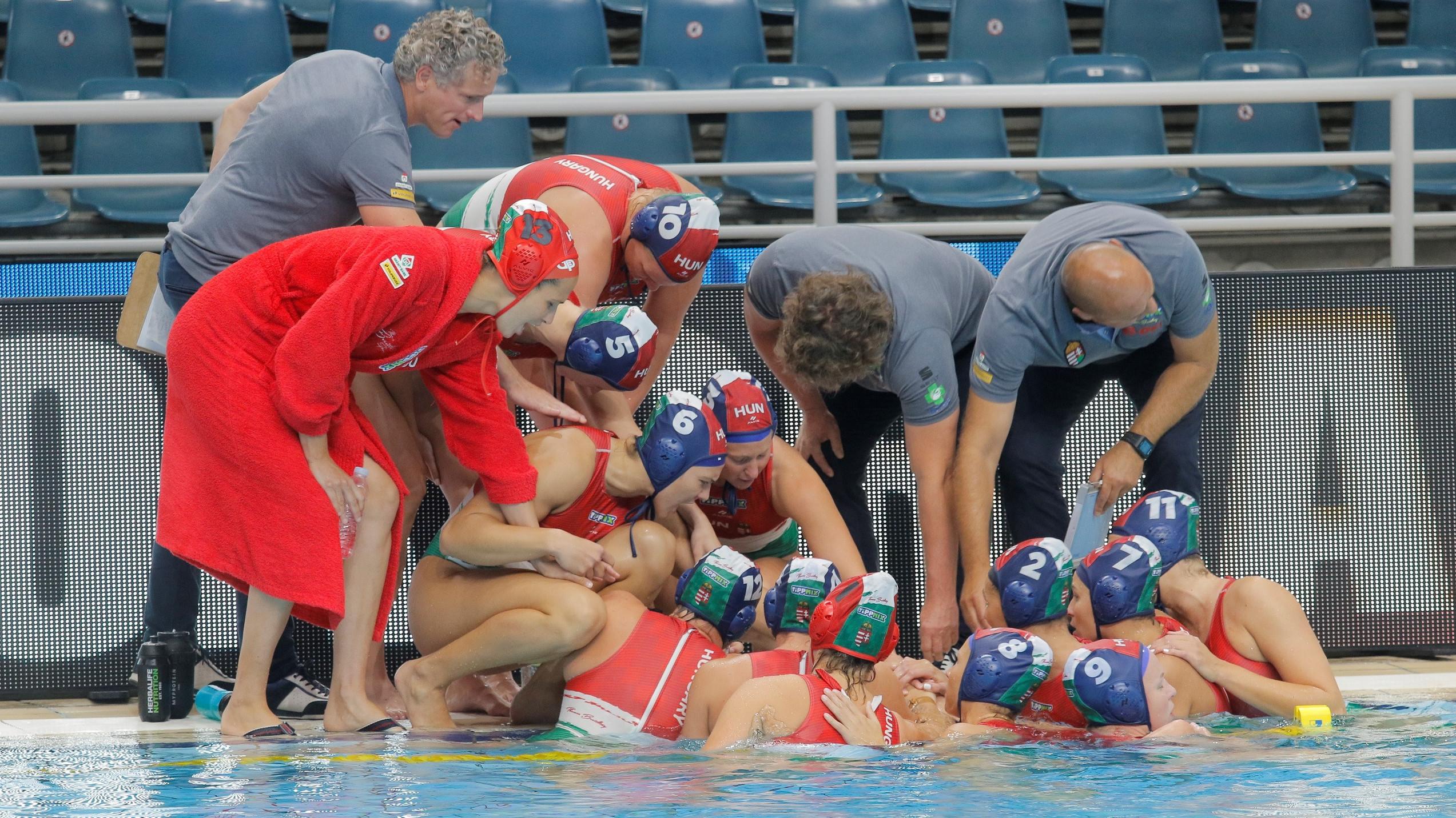 Ezüstérmes a magyar csapat a női vízilabda világligában